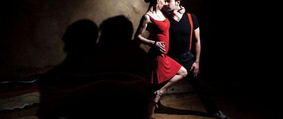 זוג רוקד סלסה