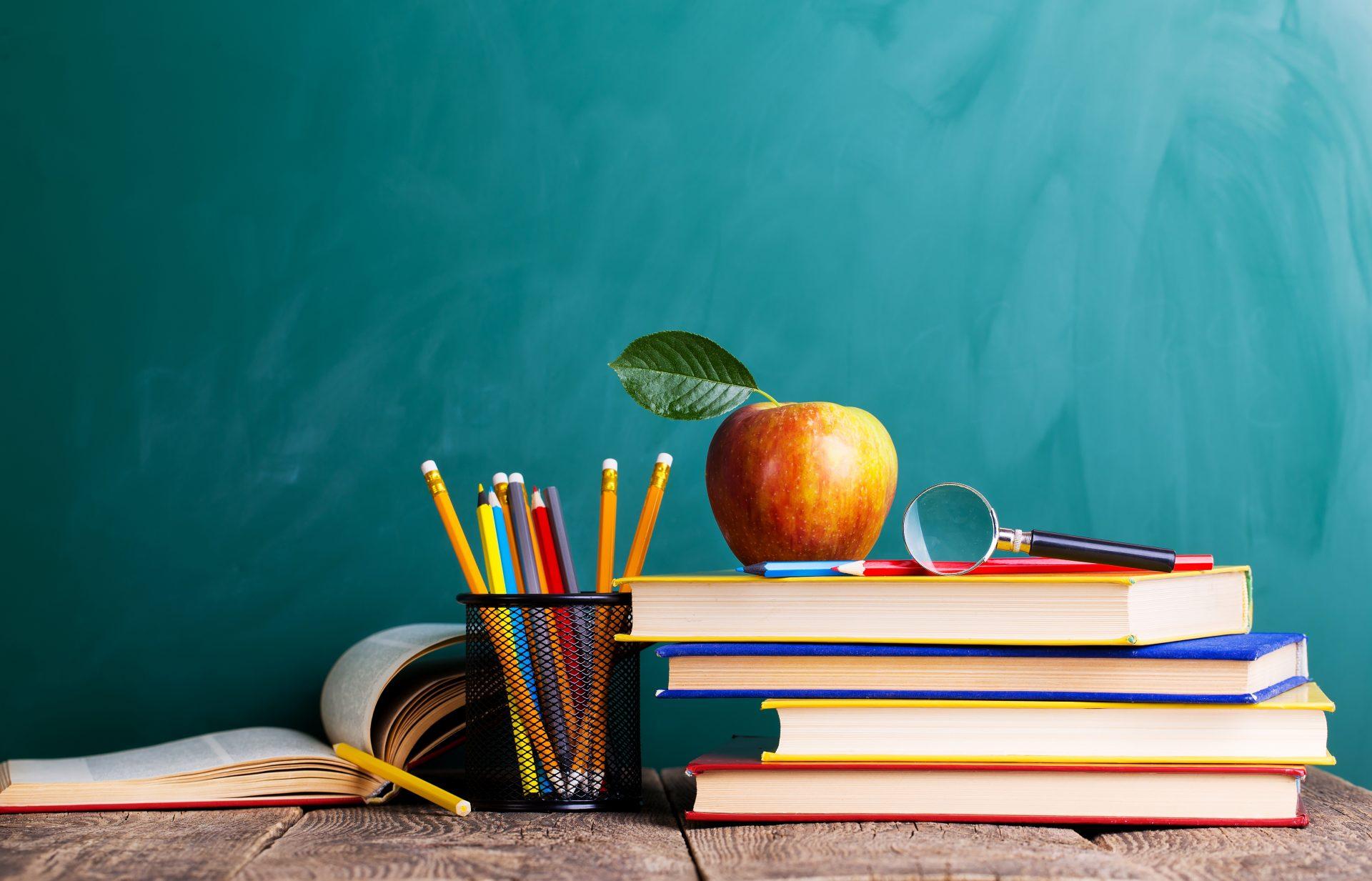 הרמת ספרים ותפוח